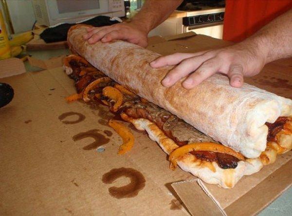 Эпических размеров закрытая пицца