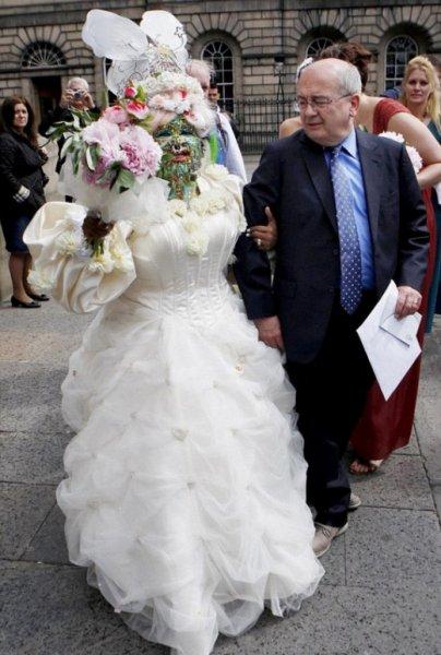 Самая пирсингованная женщина в мире вышла замуж