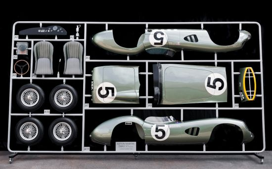 Модель Aston Martin  в масштабе 1:1