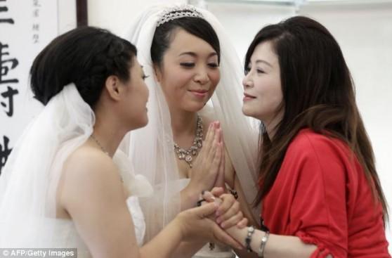 Однополые браки добрались до Азии