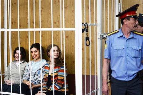 Суд приговорил участниц Pussy Riot к двум годам колонии