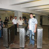 В метрополитене успешно испытали терминалы оплаты проезда банковскими карточками