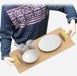 Студент изобрел поднос, с которого не падают чашки и тарелки