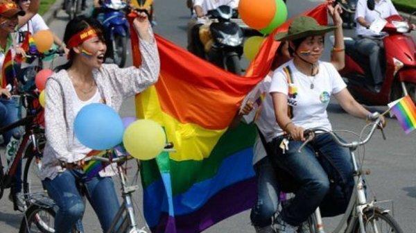 Во Вьетнаме прошёл первый в истории страны гей-парад