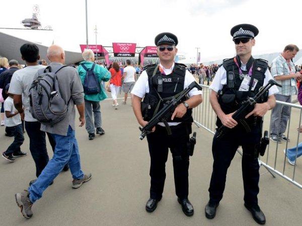 Британская полиция арестовала зрителя за то, что он не улыбался