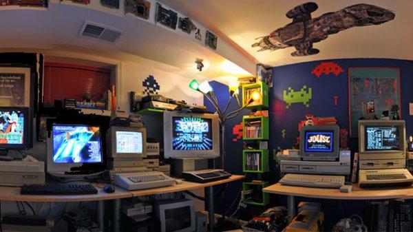 Пещера настоящего компьютерного маньяка