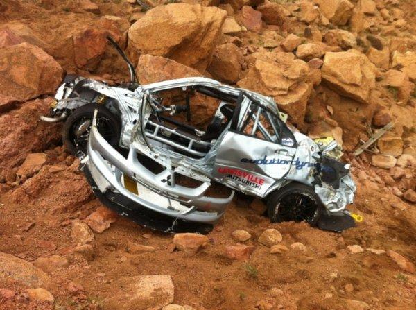 Каркас безопасности гоночного авто при падении в пропасть