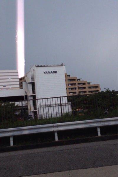 Световые столбы в небе Японии