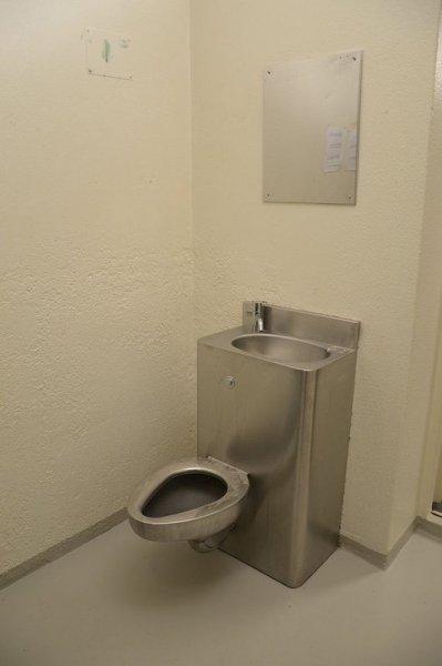 Камера для Брейвика: нечеловеческие условия!