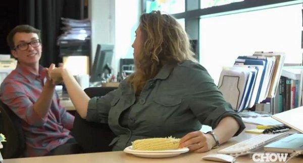 Как быстро приготовить кукурузу в офисе