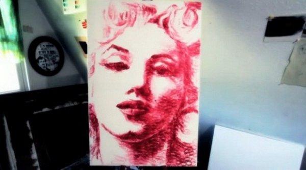 Американская художница пишет картины губами