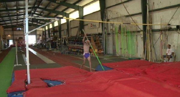Мировой рекорд 90-летнего прыгуна из США