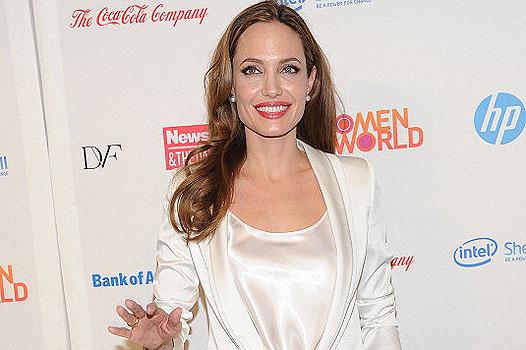 Анджелина Джоли отрицает слухи о своей болезни