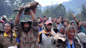 """Традиции и """"Кока-кола"""" помогли папуасам остановить клановые войны"""