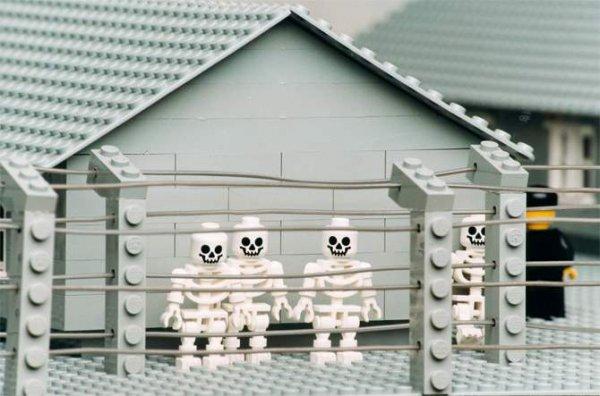 Концлагерь из конструктора LEGO