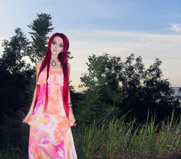 Еще одна девочка-кукла из Украины