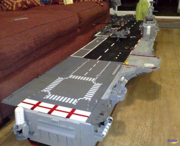 Авианосец из LEGO