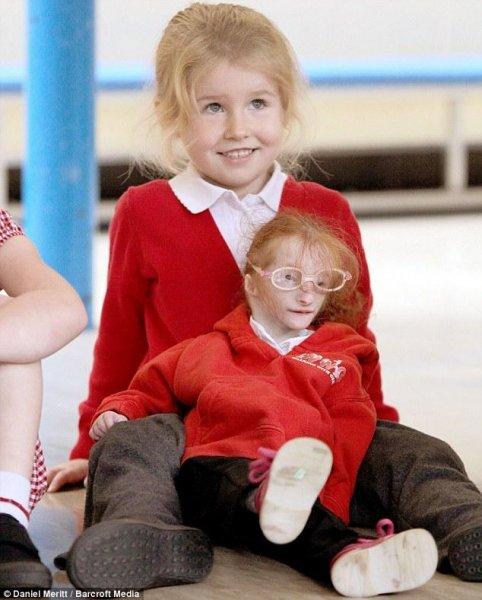 Самая маленькая девочка в мире пошла в школу
