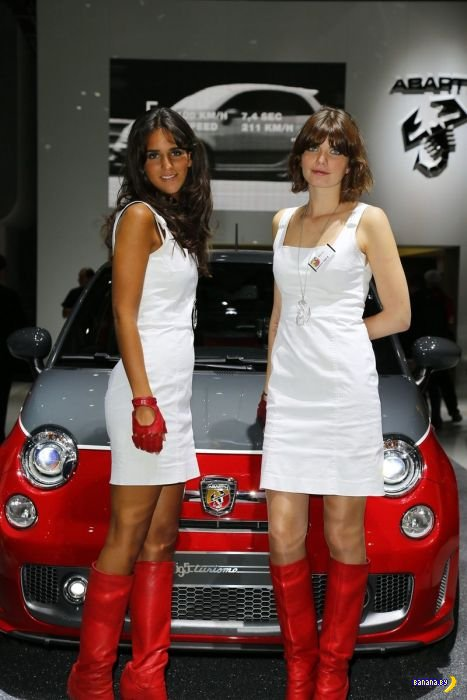 Девушки с Парижского Автосалона