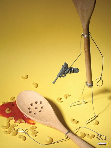Терри Бордер играет с едой и предметами