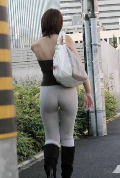 Девушки в облегающих штанишках
