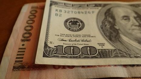 Долларовая зарплата в Беларуси начала снижаться