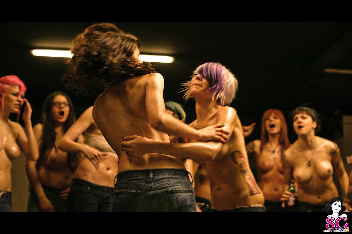 Смотреть женские бои ню 3 фотография
