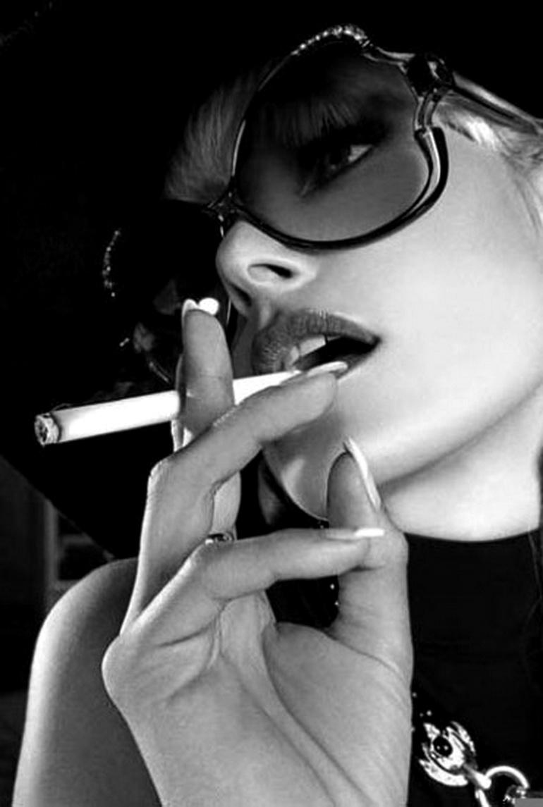 грачевская, гифка очки с сигаретой при помощи можно