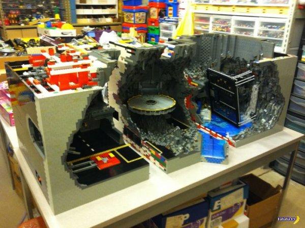 Пещера Бэтмена из LEGO