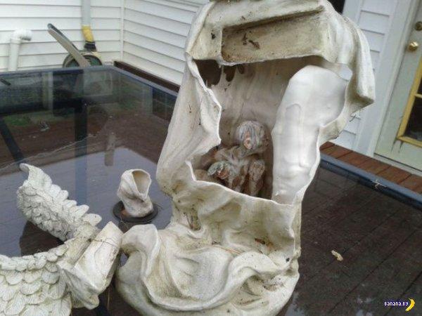 Сюрприз внутри статуи
