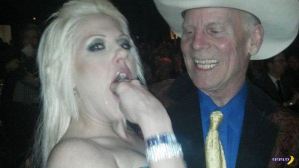 Как удивить богатого ковбоя, если ты блондинка?