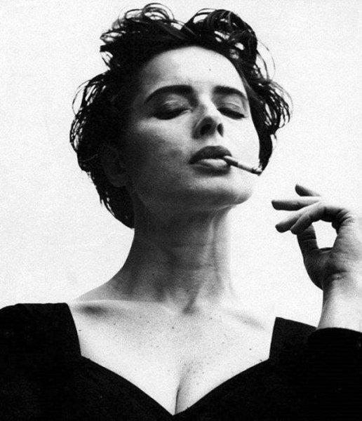 Девушки с сигаретой