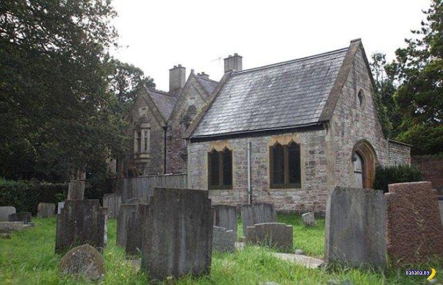 Уютный дом на старом еврейском кладбище