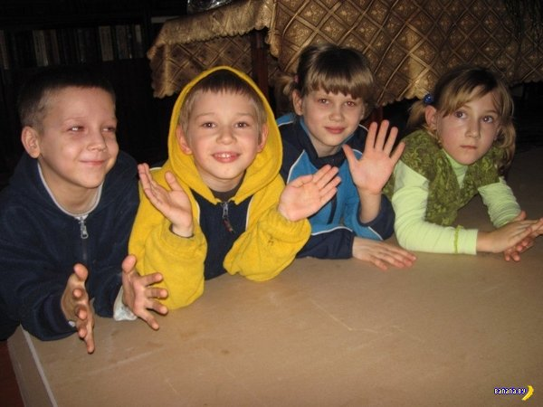 Шок: у матери забрали пятерых детей за жалобу на учителя