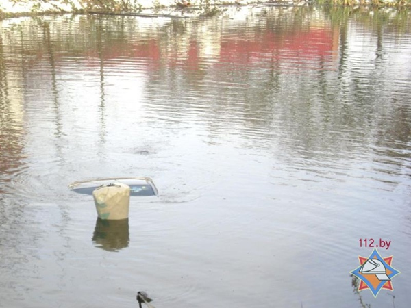 Студент утопил под Минском взятую напрокат машину
