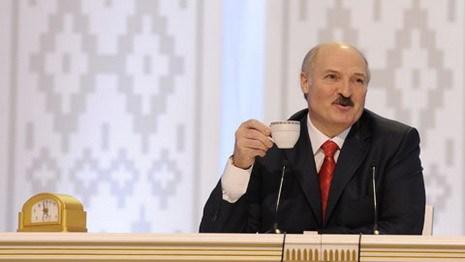 Лукашенко: День Октябрьской революции – дорогое сердцу торжество