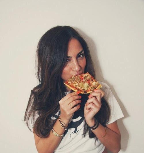 Девушки и пицца