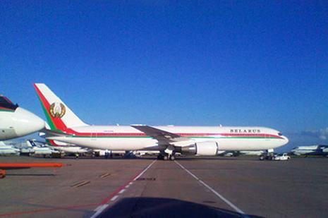 В самолете Лукашенко золотые шторы и душ с драгоценными камнями