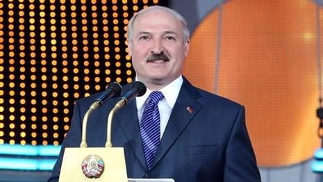 Лукашенко хочет набирать в вузы преданных государству людей