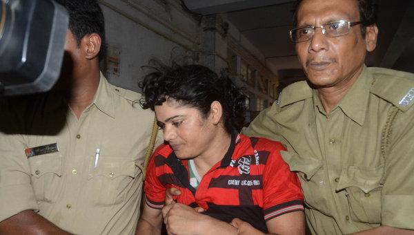 Индийская бегунья признана мужчиной и обвиняется в изнасиловании