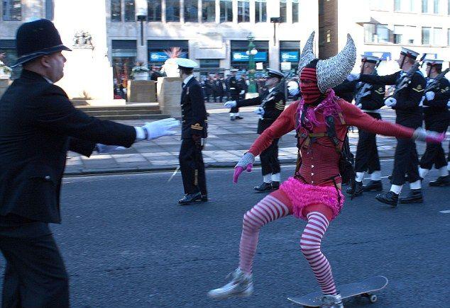 Самый веселый участник парада в память о британских ветеранах