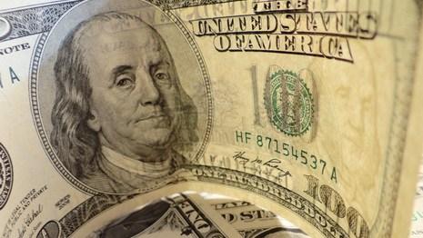 Средняя зарплата в Беларуси вплотную приблизилась к 500 долларов
