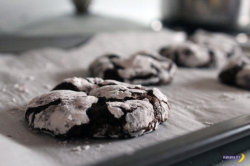 """""""Растрескавшееся"""" шоколадное печенье"""