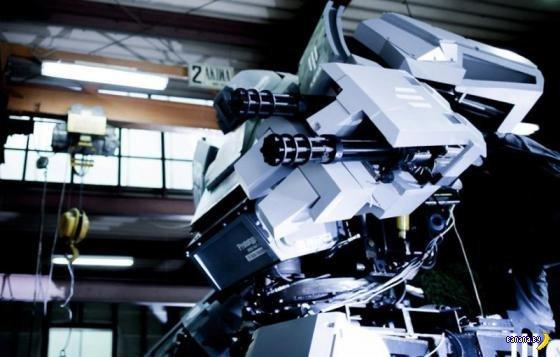 На выставке в Японии показали прототип боевого 4-метрового робота