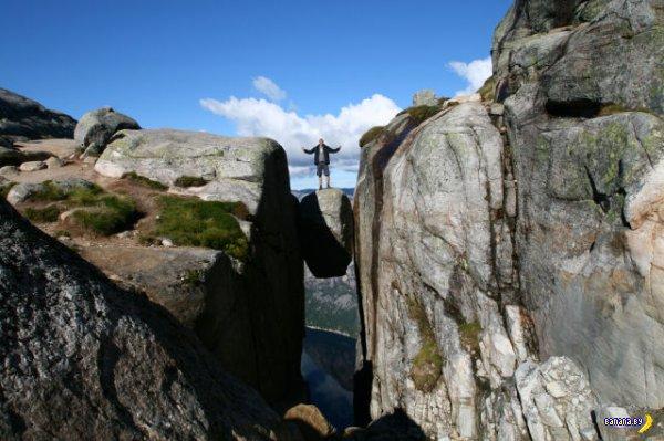 Камень для смелых туристов
