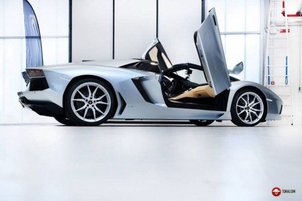 Aventador LP700-4 Roadster