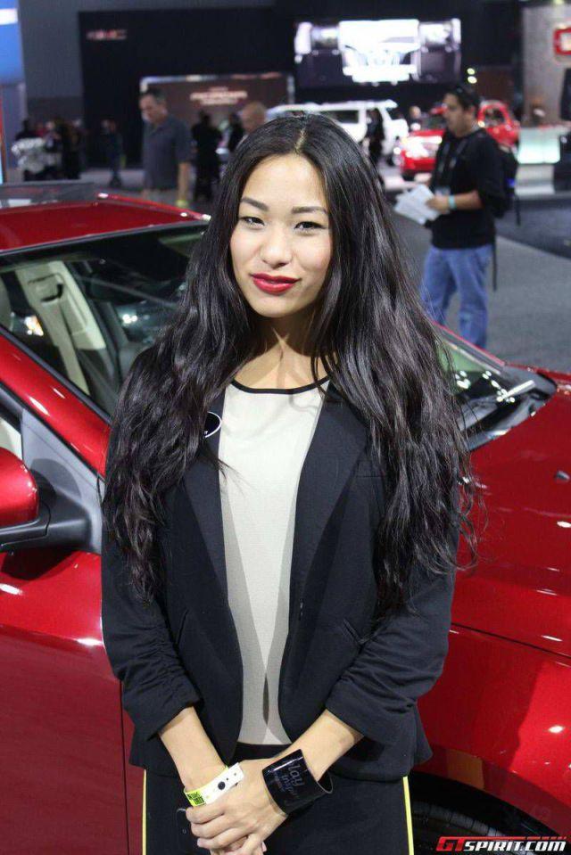 Девушки с автосалона в Лос Анжелесе