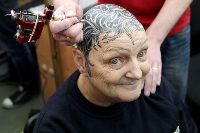 Милая бабушка и ее голова