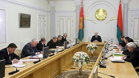 Лукашенко: нельзя разбазаривать деньги