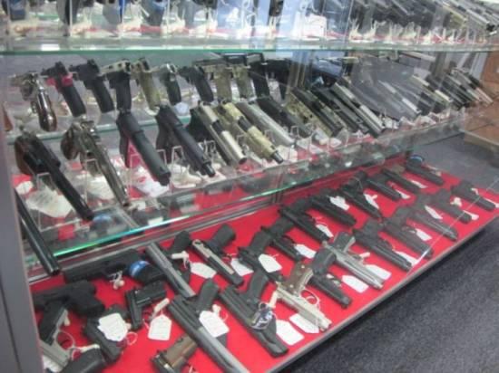 Белый дом: Обама выступил за введение запрета продажи боевого оружия